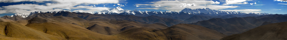 Panoramic view of Himalayan mountains in Tibet, with the peaks of Mount Everest, Makalu and Cho-oyu visible in the distance.